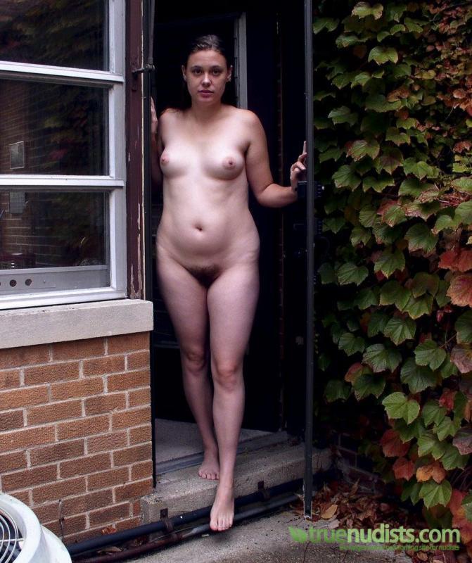 nudist-women-in-home