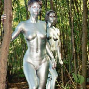 Solo lady rocking bodypaint in nature