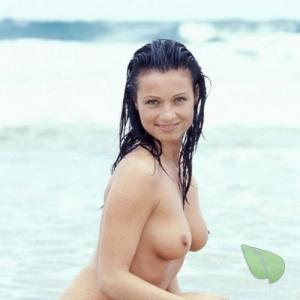 Solo nudists out and about